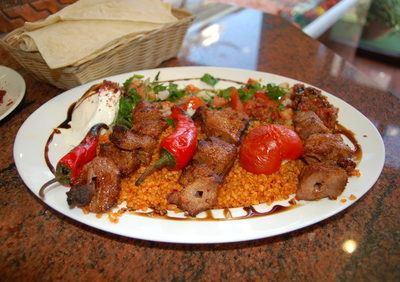 Curcuma-Reis mit Lammspieße